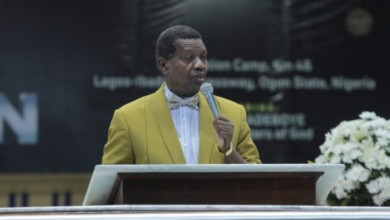 Photo of Pastor Adeboye calls on governors, lawmakers to cut their salaries by 50 per cent