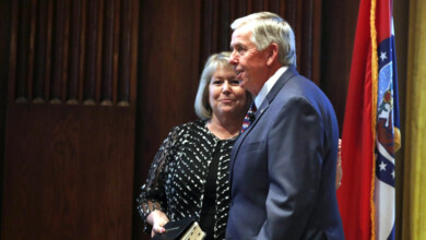 Photo of Wife of Missouri governor tests positive for COVID-19