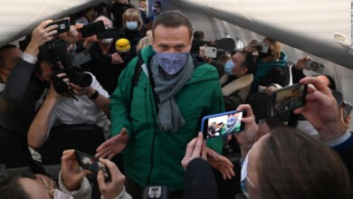 Photo of Russian opposition leader to be held in custody for 30 days
