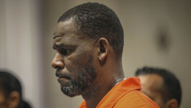 Photo of Lawyer: R. Kelly gained weight, lost money ahead of trial